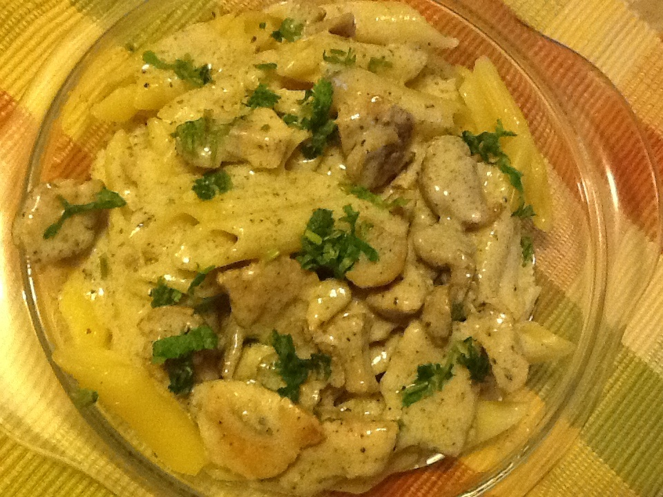 Penne Pasta with Chicken in White Sauce: